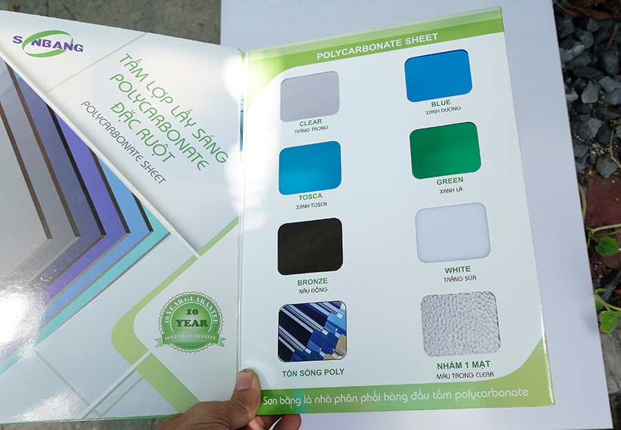 bảng mã màu tấm nhựa lấy sáng polycarbonate đặc ruột
