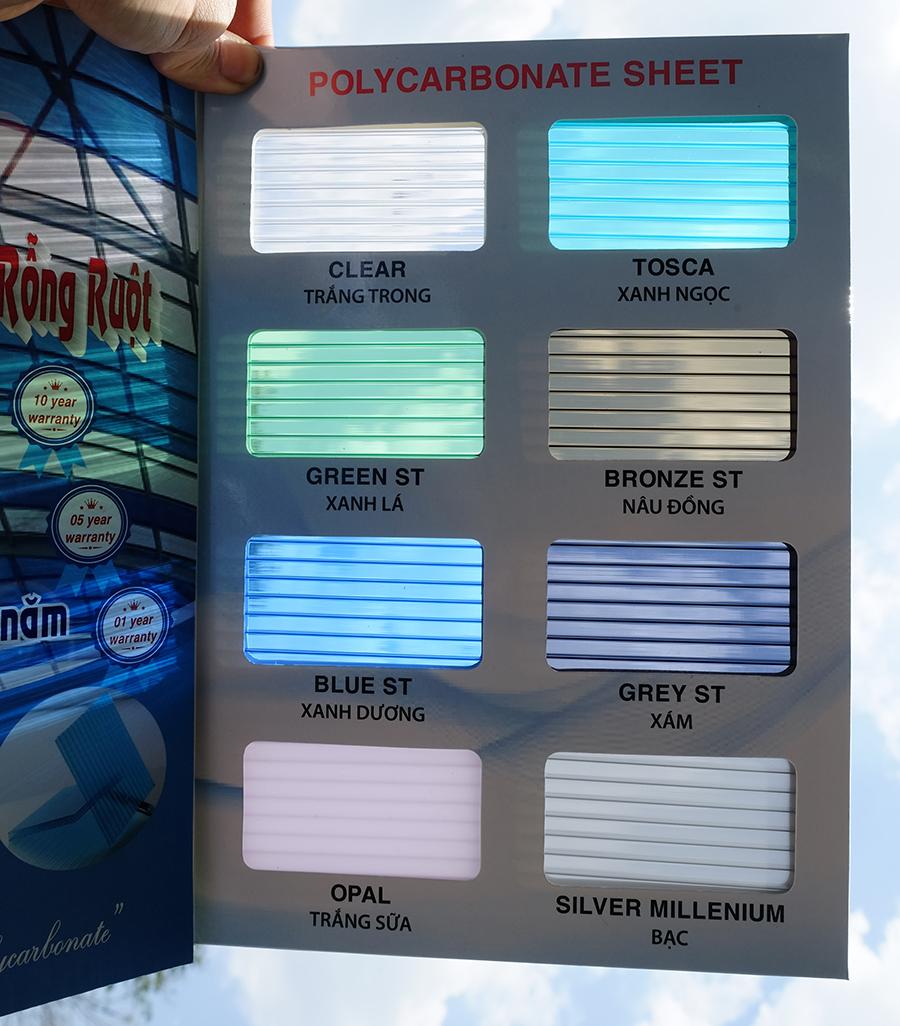 bảng mã màu tấm nhựa lấy sáng polycarbonate rỗng ruột