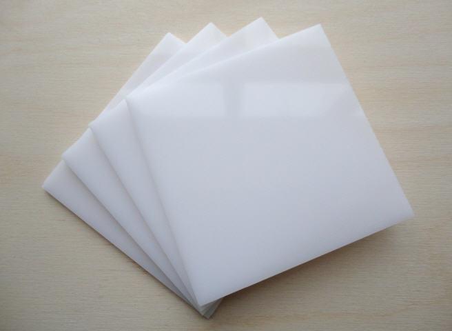 tấm mica trắng sữa xuyên đèn