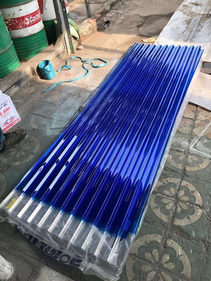 tấm lợp lấy sáng polycarbonate dạng sóng vuông Solartuff