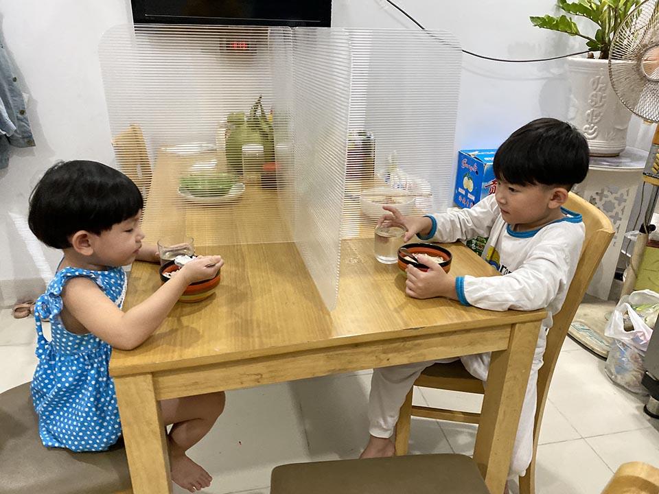 Vách ngăn bàn ăn mini cho gia đình