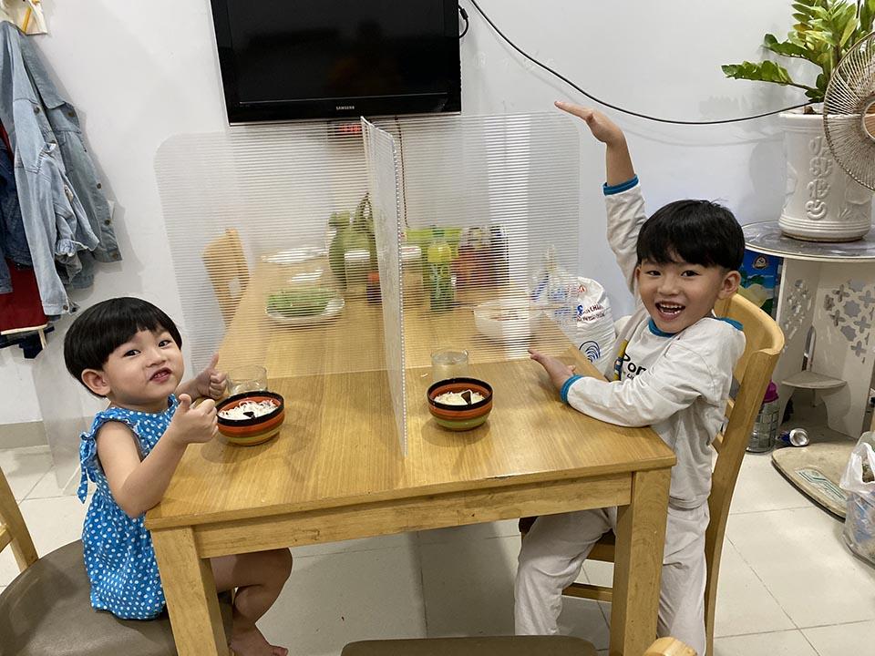 Vách ngăn bàn ăn mini cho gia đình có trẻ em